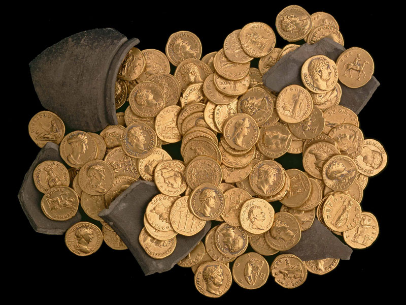 Hoard of Roman gold coins from Didcot, c. AD 160 © The Ashmolean Museum